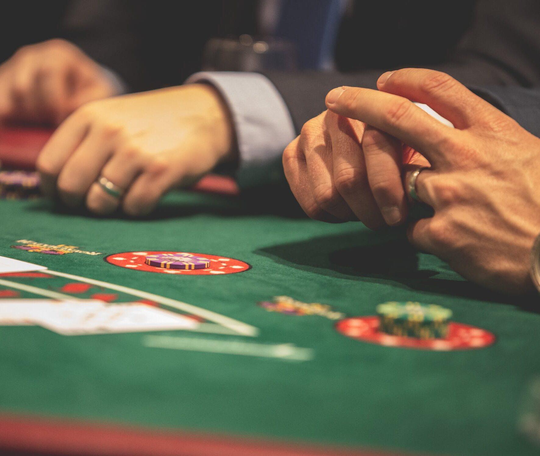 Lo mejor de jugar blackjack en línea, es la sensación continua de estar cerca de ganar cada vez, mas y mas...