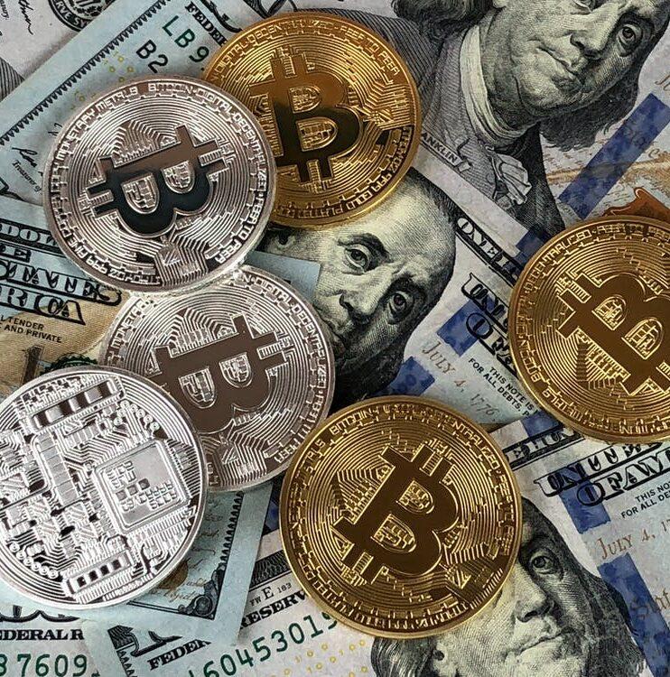 Las criptomonedas son monedas digitales que funcionan como medio de intercambio soportado en la tecnología blockchain y cada vez se consolidan como una forma popular para realizar diferentes tipos de transacciones en línea.